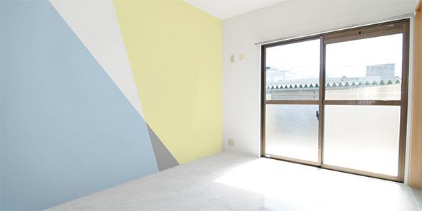 配色とエッジの効いたシンプルかつ大胆な壁紙