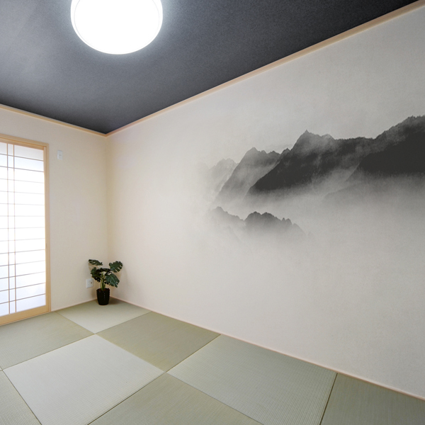 霧に霞む山脈を水墨画風にデザインした壁紙